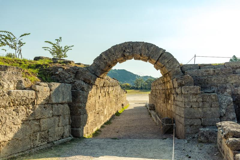 Krypte--对stadion的入口,古老奥林匹亚,希腊 库存图片