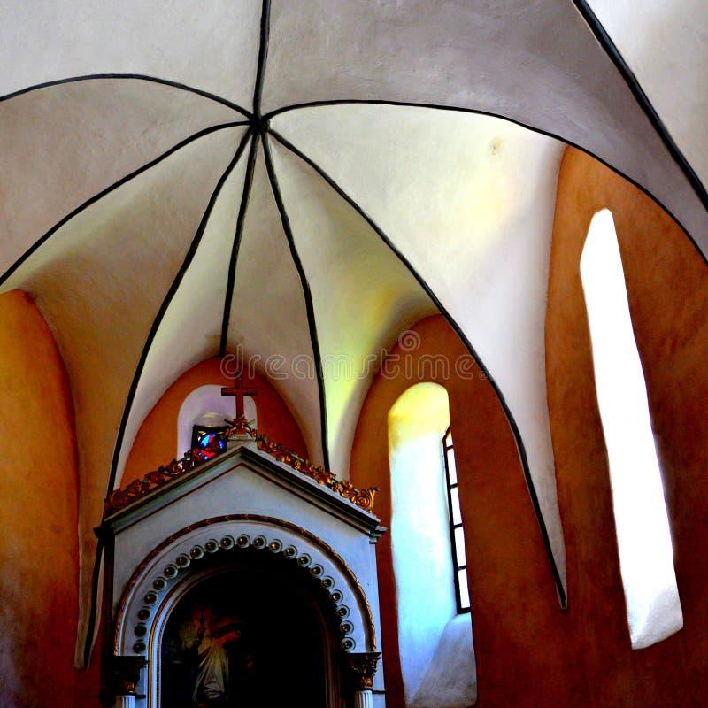 Krypty inside fortyfikował średniowiecznego saxon kościół w wiosce Cincsor, Kleinschenk, Transylvania, Rumunia obrazy stock