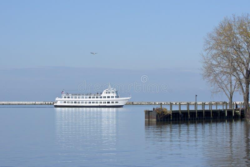 Kryssa omkring hamnen arkivfoto