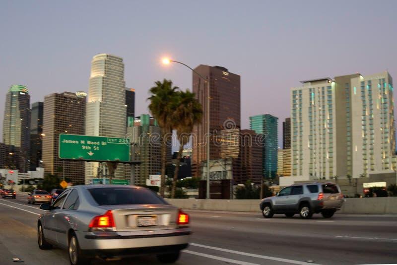 Kryssa omkring i Los Angeles på gryning fotografering för bildbyråer