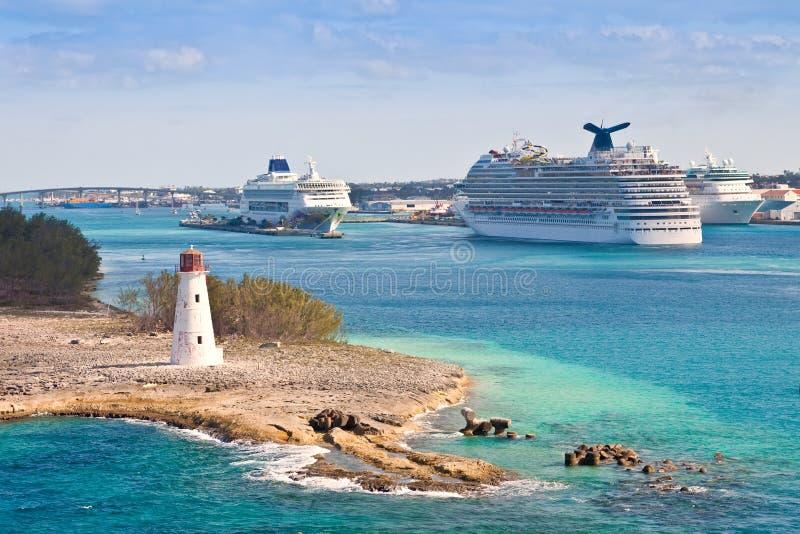 Kryssa omkring port i Nassau, Bahamas royaltyfri fotografi