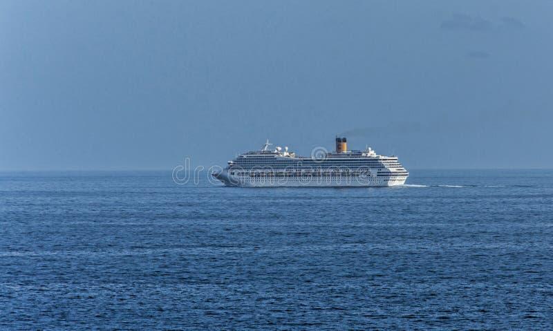 Kryssaresjälvständighet av haven royaltyfri foto