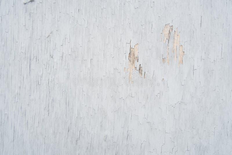Kryssfaner som täckas med gammal skalande målarfärg, för bakgrund eller textur arkivbilder