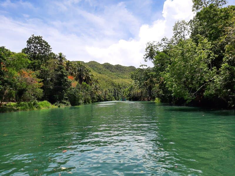 Kryssning för Loboc boholflod arkivbild