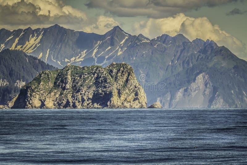 Kryssning nära Seward i Alaska arkivbild