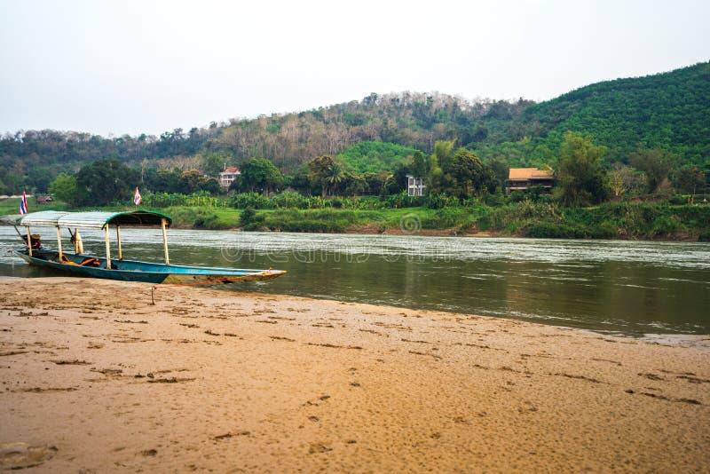 Kryssningen på Mekonget River royaltyfri fotografi
