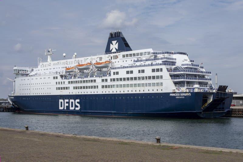 Kryssningfartyg i hamnen av Vlaardingen, Nederländerna arkivbilder