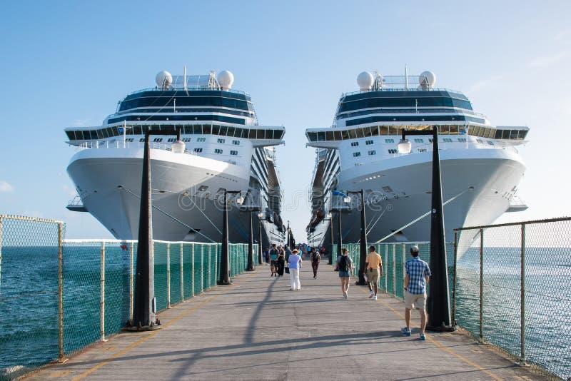 Kryssningskepp i Basseterre St Kitts fotografering för bildbyråer
