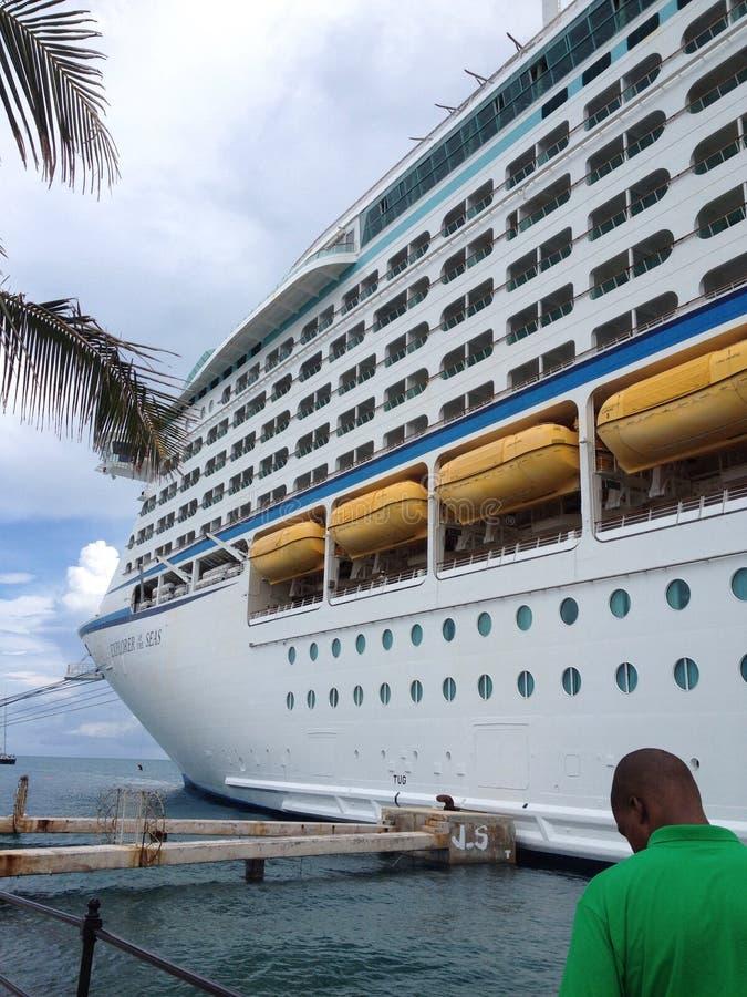 Kryssningskepp i Bermuda royaltyfri bild