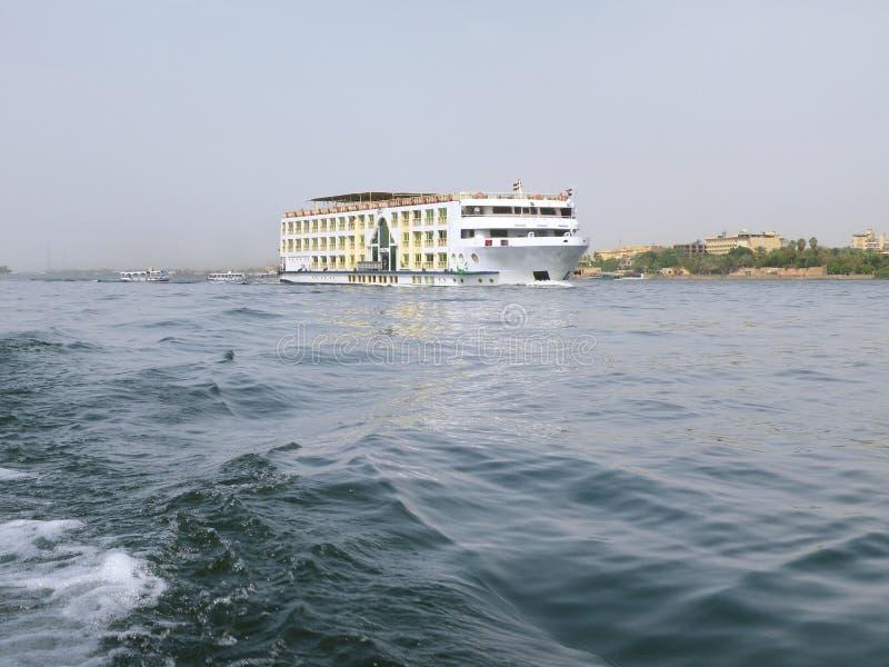 Kryssningskepp i Nile River arkivbilder