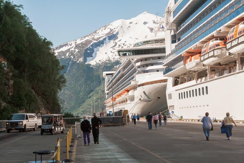 Kryssningskepp i Skagway, Alaska royaltyfri bild