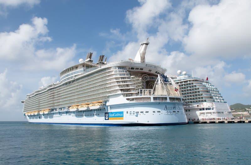 Kryssningskepp i St Maarten, tjusning av haven royaltyfria foton
