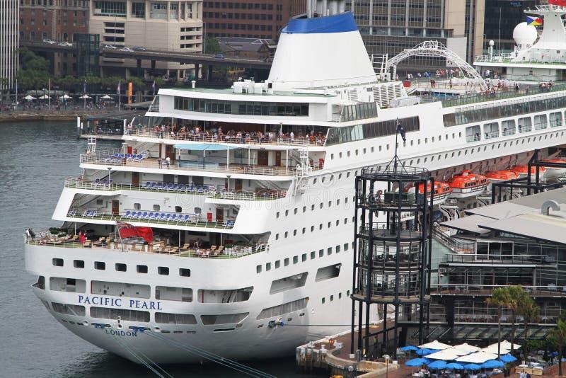 Kryssningskepp i Sydney royaltyfri foto