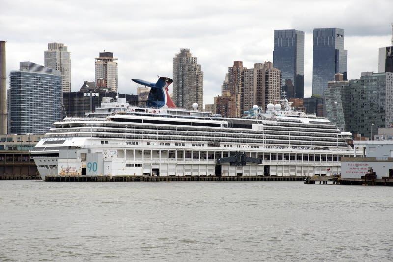 Kryssningskepp på den Hudson River hytten New York USA royaltyfri fotografi