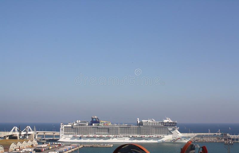 Kryssningskepp Puerto de Barcelona, Spanien royaltyfri foto