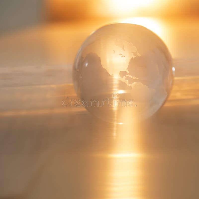 Krystaliczna kula ziemska Z Pomarańczowym światłem obraz stock