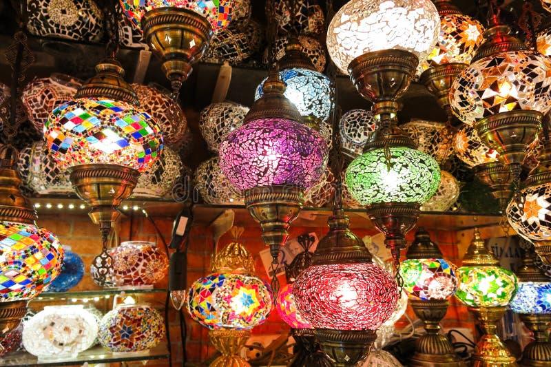 Krystaliczne lampy dla sprzedaży na Uroczystym bazarze przy Istanbuł obraz royalty free