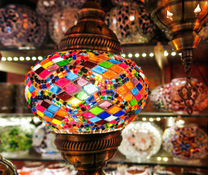 Krystaliczne lampy dla sprzedaży na Uroczystym bazarze przy Istanbuł fotografia royalty free