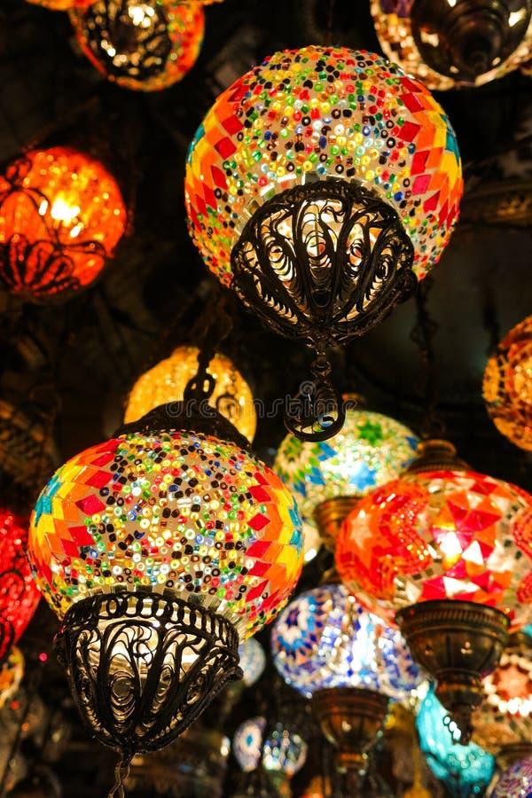 Krystaliczne lampy dla sprzeda?y na Uroczystym bazarze przy Istanbu? obraz stock