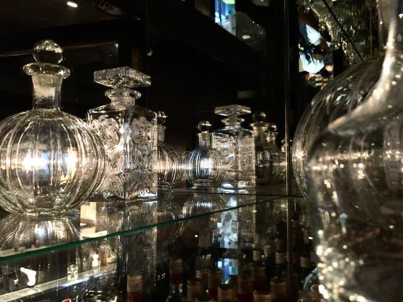 Krystalicznego szkła dekantatory obrazy royalty free