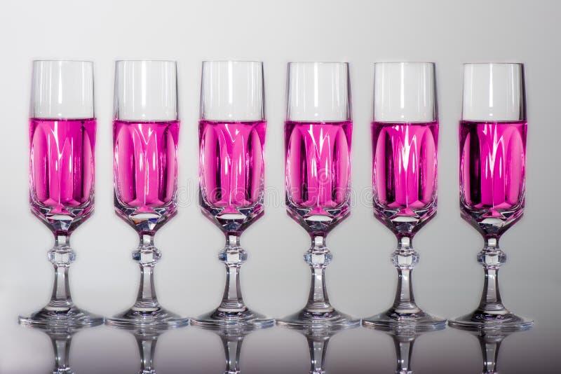 Krystaliczny szkło z różowym fluidem obrazy royalty free