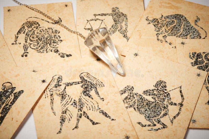 Krystaliczny wahadło z zodiak kartą zdjęcie royalty free