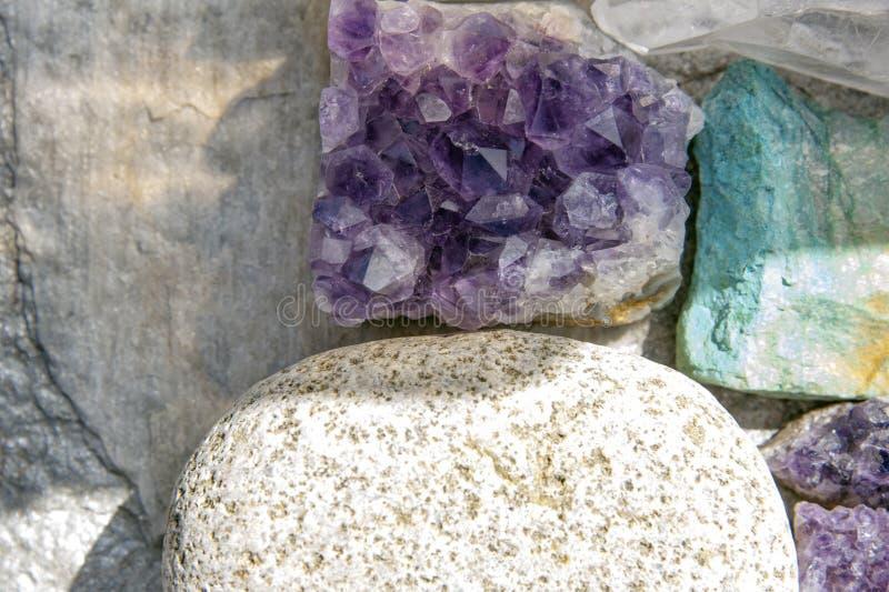 Kryształ I Kamienie Uzdrawiające Skały fotografia stock