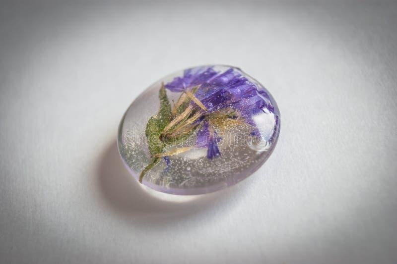 Kryształ robić epoxy żywica z flowers_1 zdjęcie royalty free