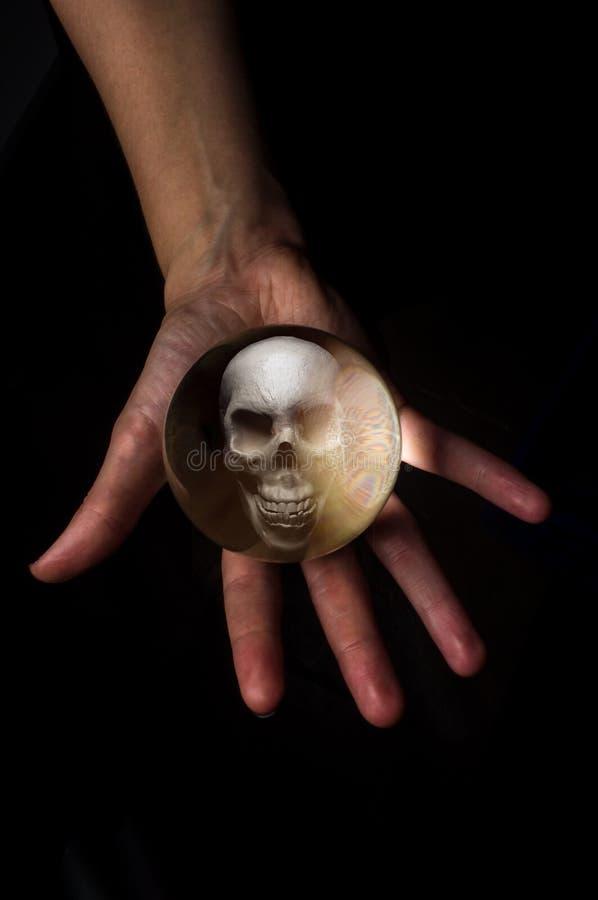 Kryształowej Kuli czaszka fotografia stock