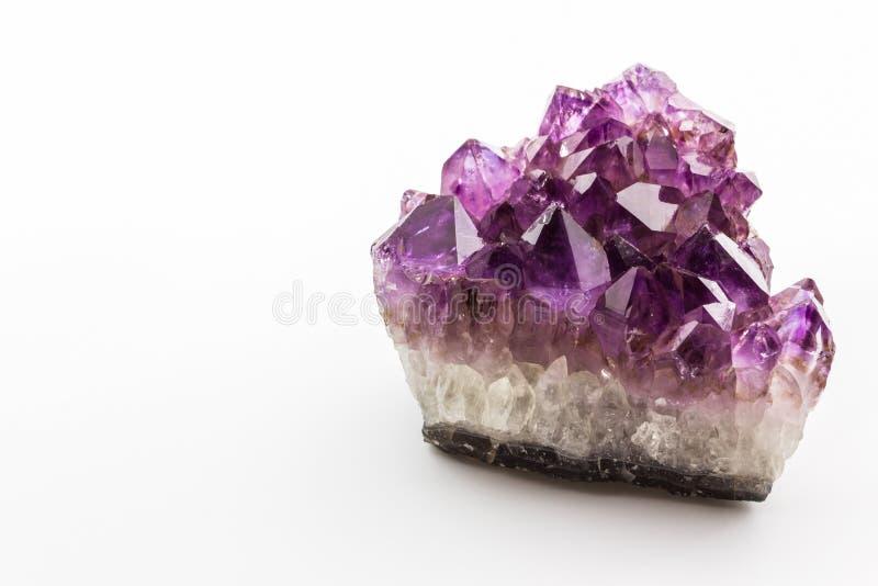 Kryształu kamień, purpurowi szorstcy ametystowi kryształy obraz royalty free
