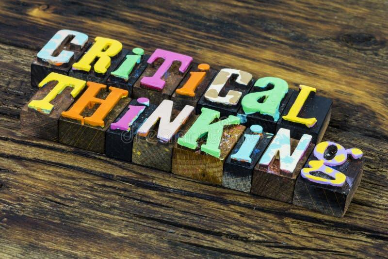 Krytyczne myślenie kreatywna analiza strategii umiejętność rozwiązania zdjęcie stock