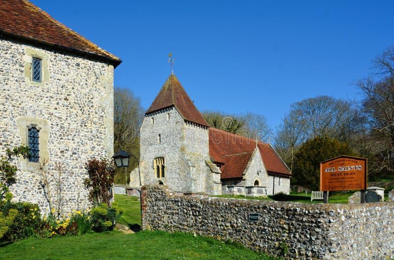 Krzemień budował probostwo i Wszystkie Saints kościół, Zachodni dziekan, Sussex obrazy stock