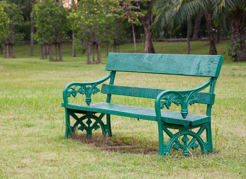 krzesła drewniany zielony zdjęcia stock