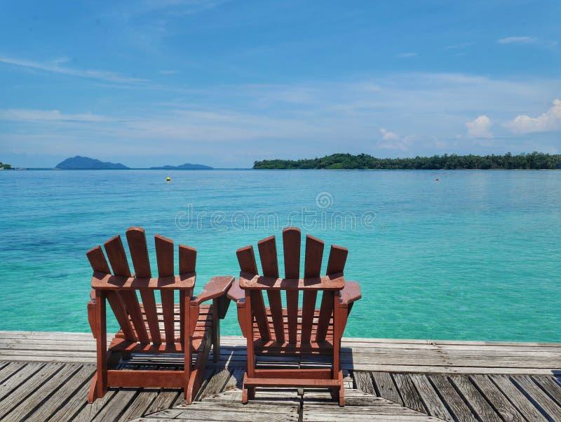 Krzesła i denny widok zdjęcie royalty free