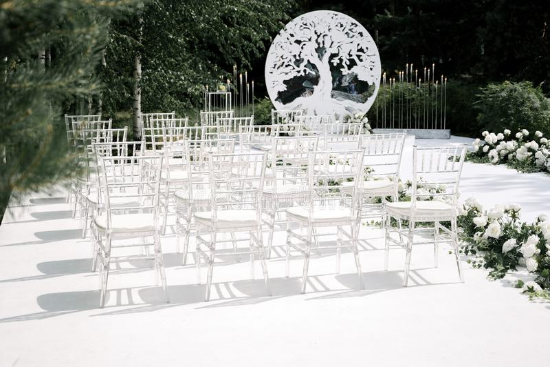 Krzesła przy ślubnym miejsce wydarzenia fotografia stock