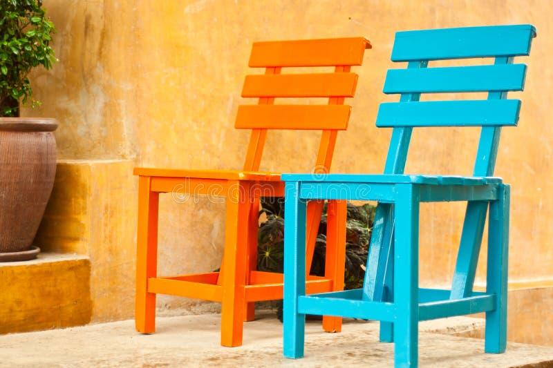 krzesła uprawiają ogródek dwa zdjęcia royalty free