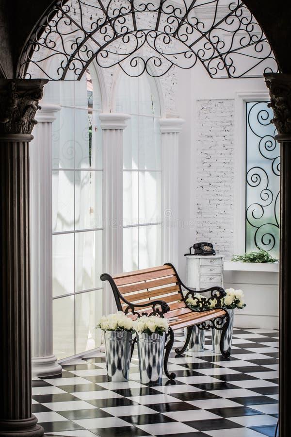 Krzesło drewniany portret w pokoju zdjęcie stock