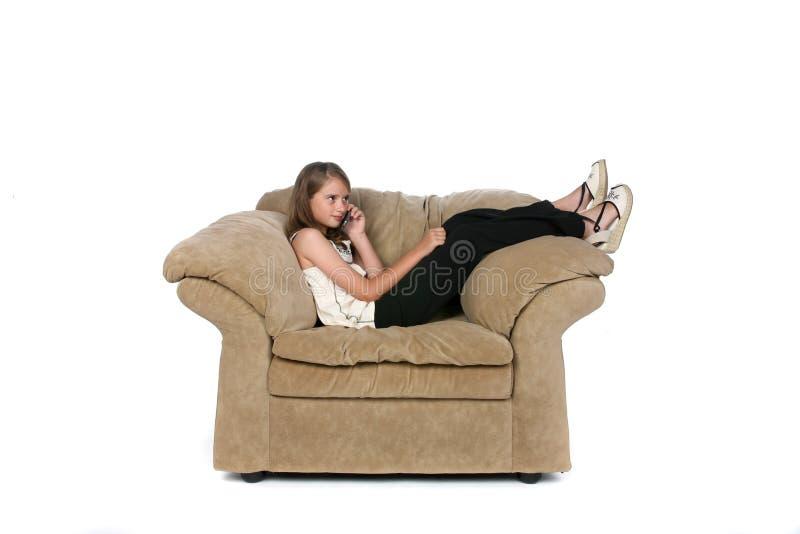 krzesło dziewczyny telefon zdjęcia stock