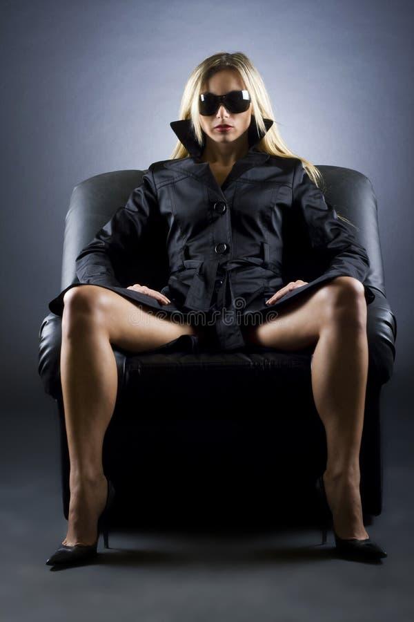 krzesło kobieta luksusowa siedząca fotografia stock