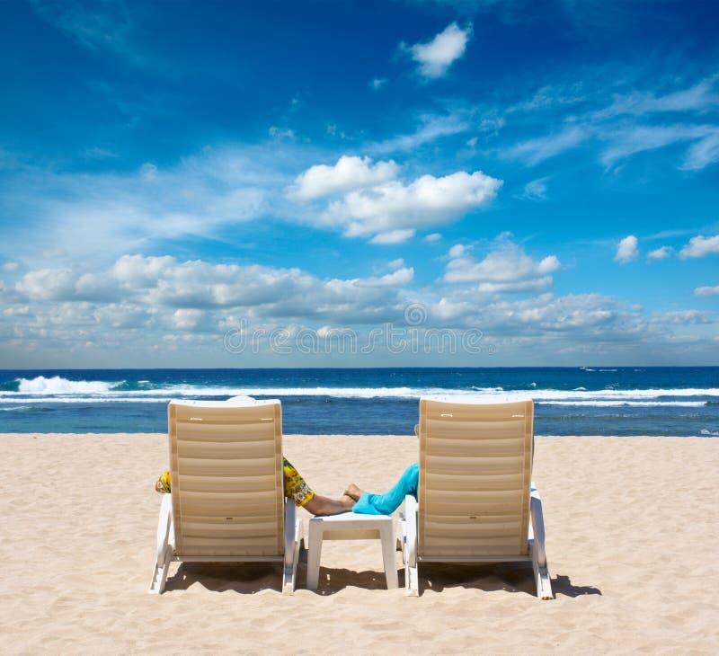 krzesło plażowa para wręcza mienia obraz stock