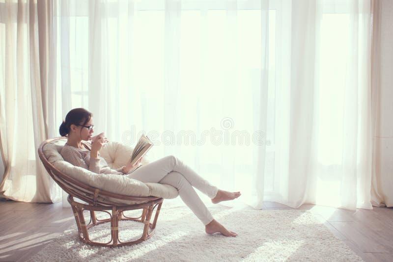 krzesło relaksująca kobieta fotografia royalty free