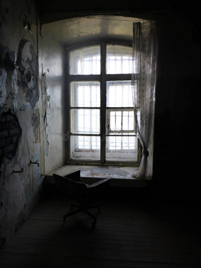 Krzesło w starym więzieniu fotografia royalty free