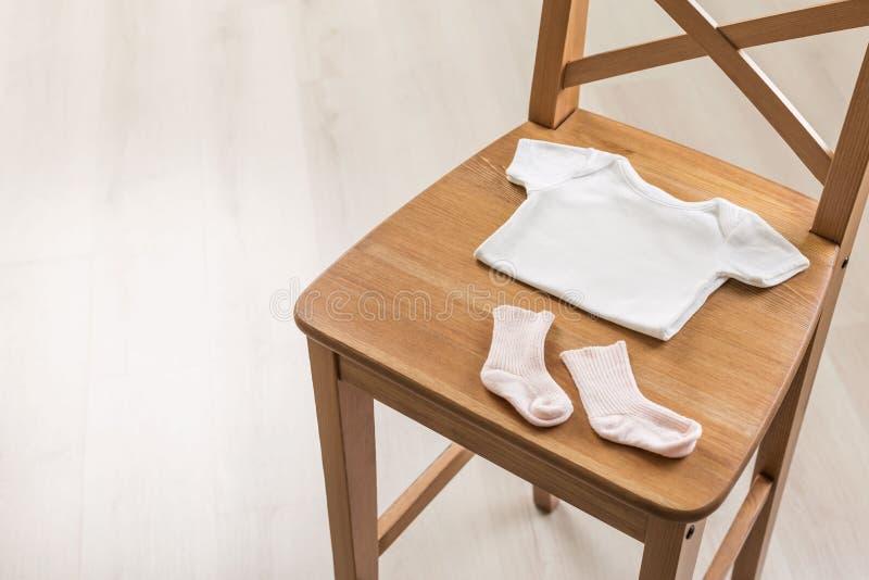 Krzesło z dziecko materiałem obrazy royalty free