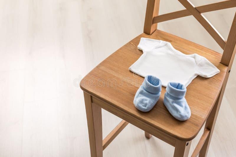 Krzesło z dziecko rzeczami obraz royalty free