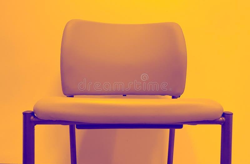 Krzesło z szalonym duetu brzmienia filtrem obraz royalty free