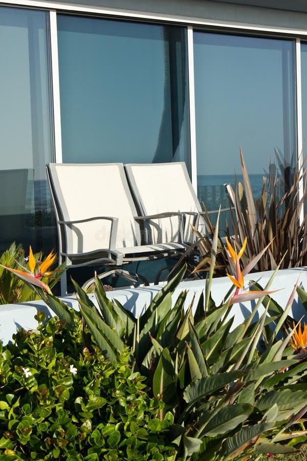 Download Krzesła obraz stock. Obraz złożonej z relaks, okno, patio - 28950869