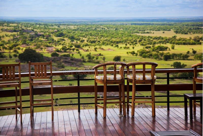 Download Krzesła Na Tarasie. Sawanna Krajobraz W Serengeti, Tanzania, Afryka Zdjęcie Stock - Obraz złożonej z przygoda, rezerwa: 28951200