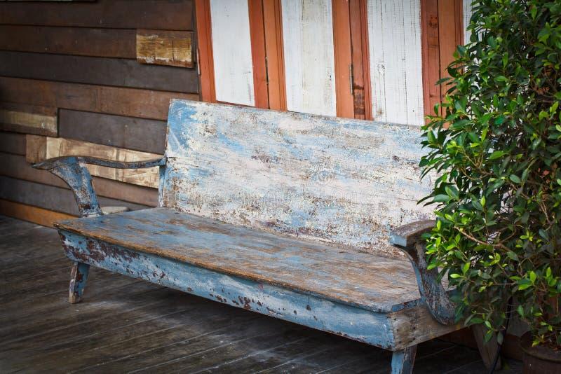 Download Krzesło drewniany zdjęcie stock. Obraz złożonej z zabawa - 41952176