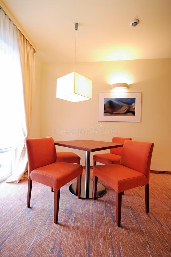 krzeseł hotelu nad stół obraz royalty free