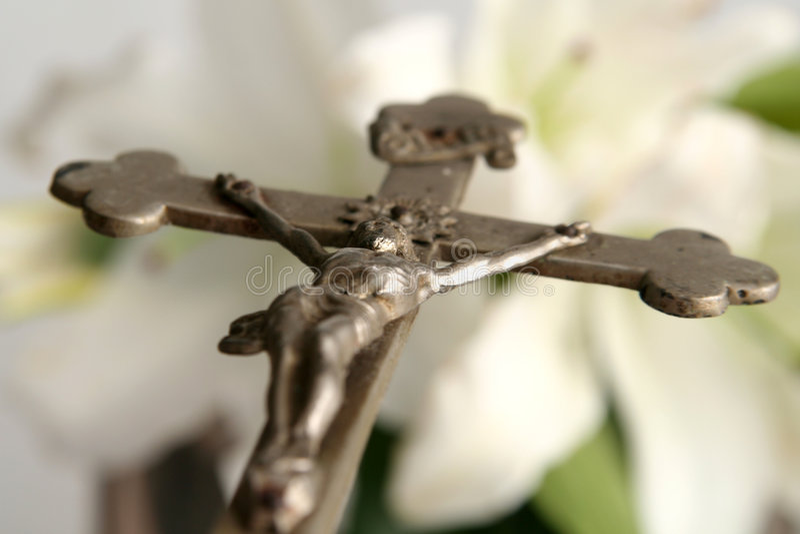 Krzyż i Easter leluje obraz stock